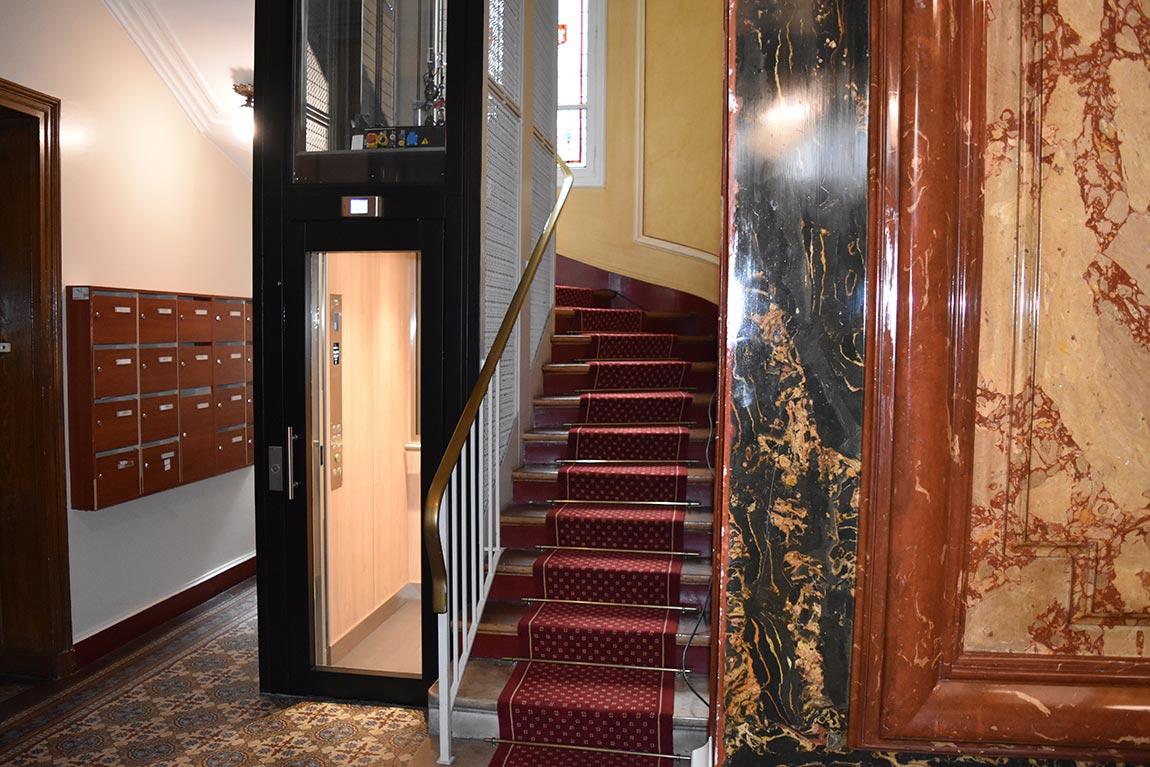 Très bel ascenseur à Paris