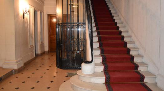 Charge maximale que peut transporter un ascenseur
